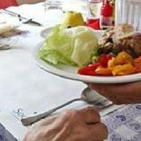 Consegna di pasti a domicilio ad anziani